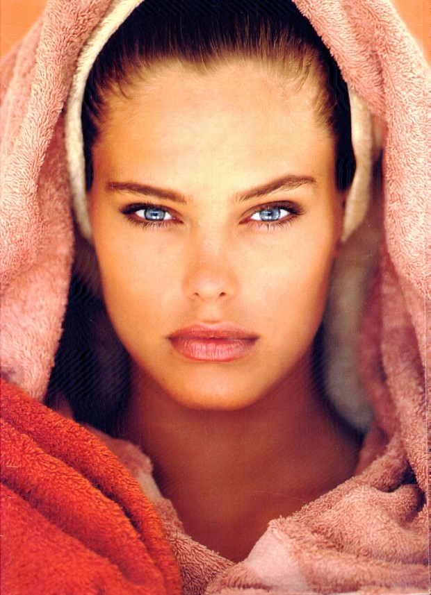 Renee Simonsen shot by Gilles Bensimon for Elle August 1987.