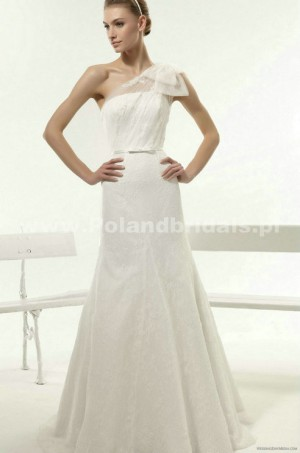 style 313.00 – Aire Barcelona 109 Yan Wedding Gown,The ruched bodice is accented with crys ...