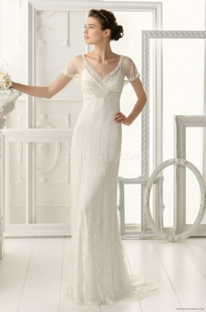 Aire-Barcelona : ,This thrilling and flirty gown consists of a strapless neckline accented by be ...