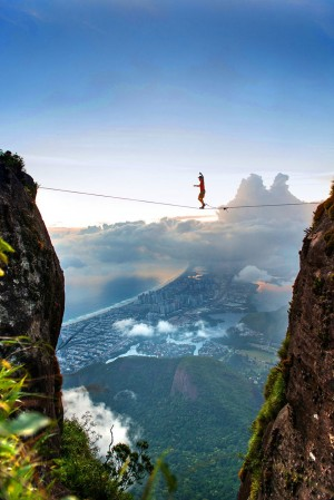 Death Defying Photo That Will Make Your Heart Skip A Beat