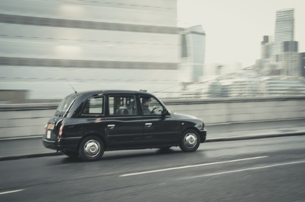 London Cab – free to download, processed with Beart CINEMATIC Lightroom Presets Pack.