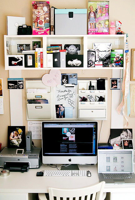 organized chaos workspace by shutterblog