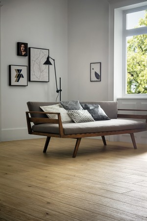 Brilliant- design to keep the couch platform from warping. Upright framed box, with crossing fla ...
