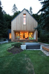 A contemporary wooden cottage by Prodesi