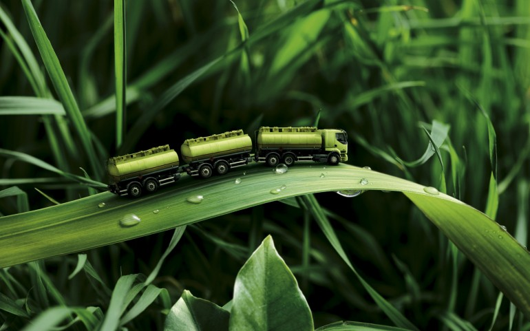 Green Truck Manipulation – Photography Wallpapers