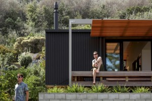 offSET Shed House – small beach house with a large opening to the sea