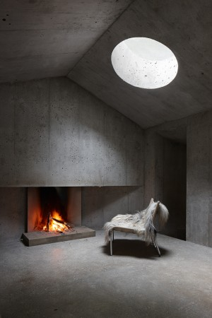 Refugi Lieptgas: fascinating concrete cabin in the Swiss Alps