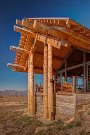 Wolf Creek Ranch – Log Home with traditional ranch architecture