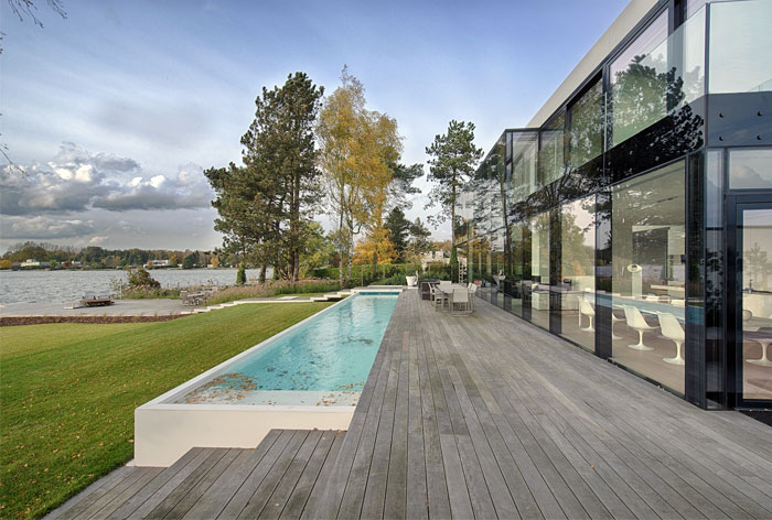 Cube Shaped Glass House by BBSC-Architects – InteriorZine