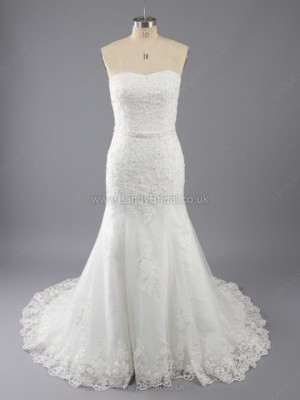 Trumpet/Mermaid Lace Strapless Chapel Train Wedding Dresses