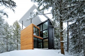 Sculptural House – Collaboration Between an Architect and a Sculptor in Bolton-Est, Québec
