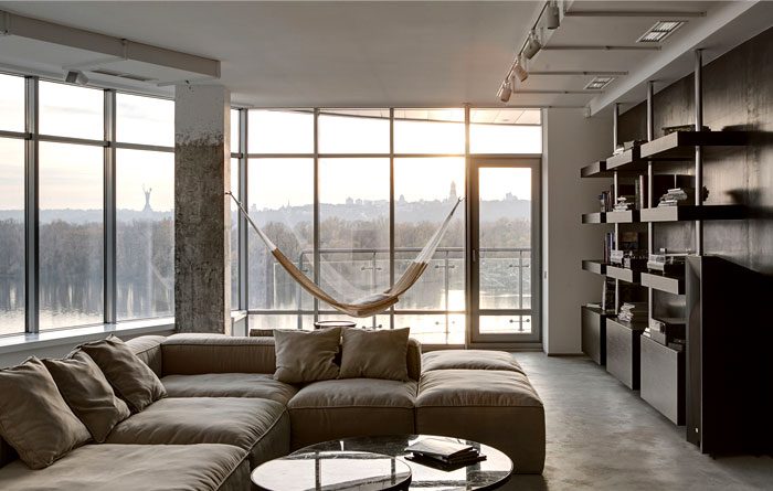 Apartment With Glass Wall by FORM