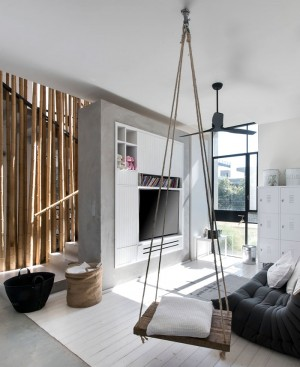 L-Shaped House by Neuman Hayner