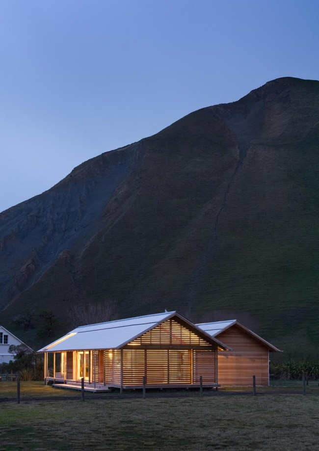 Shoal Bay bach: rugged and unpretentious rural architecture