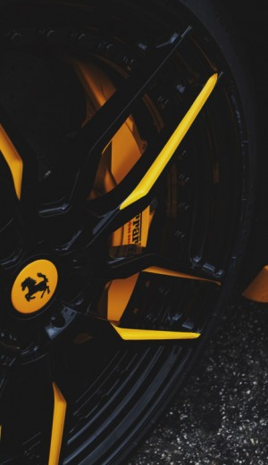 Wheels Boutique – black and yellow