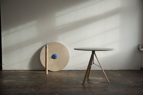 Detachable small round table for small room