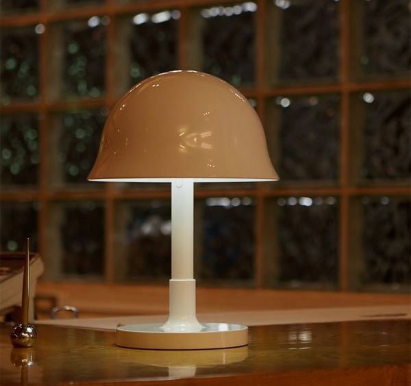 This is a magically simple table lamp