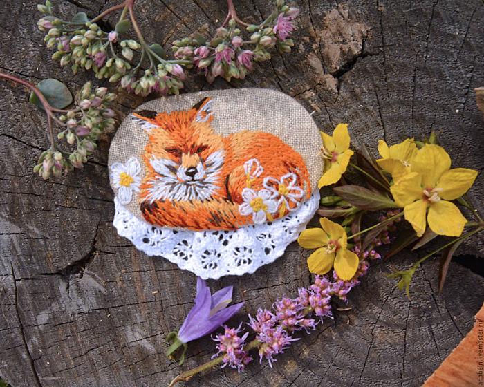 Russian Artist Creates Tiny Painting Replicas Using Embroidery