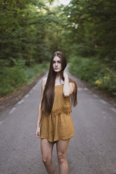 Middle Of The Road photo by Fineas Gavre (@fineasgavre)