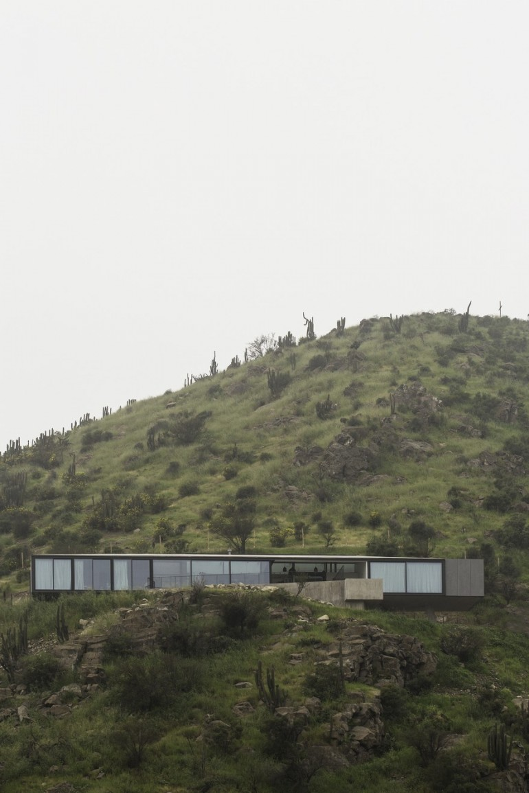 Imposing Chilean GZ House Offering Stunning Panoramic Views of the Chicureo Valley