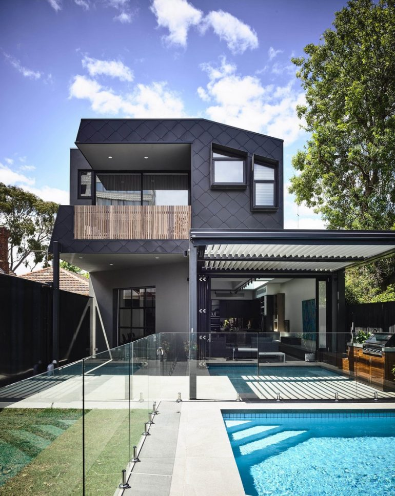 St Kilda West Residence: Modern Addition to a Heritage Home