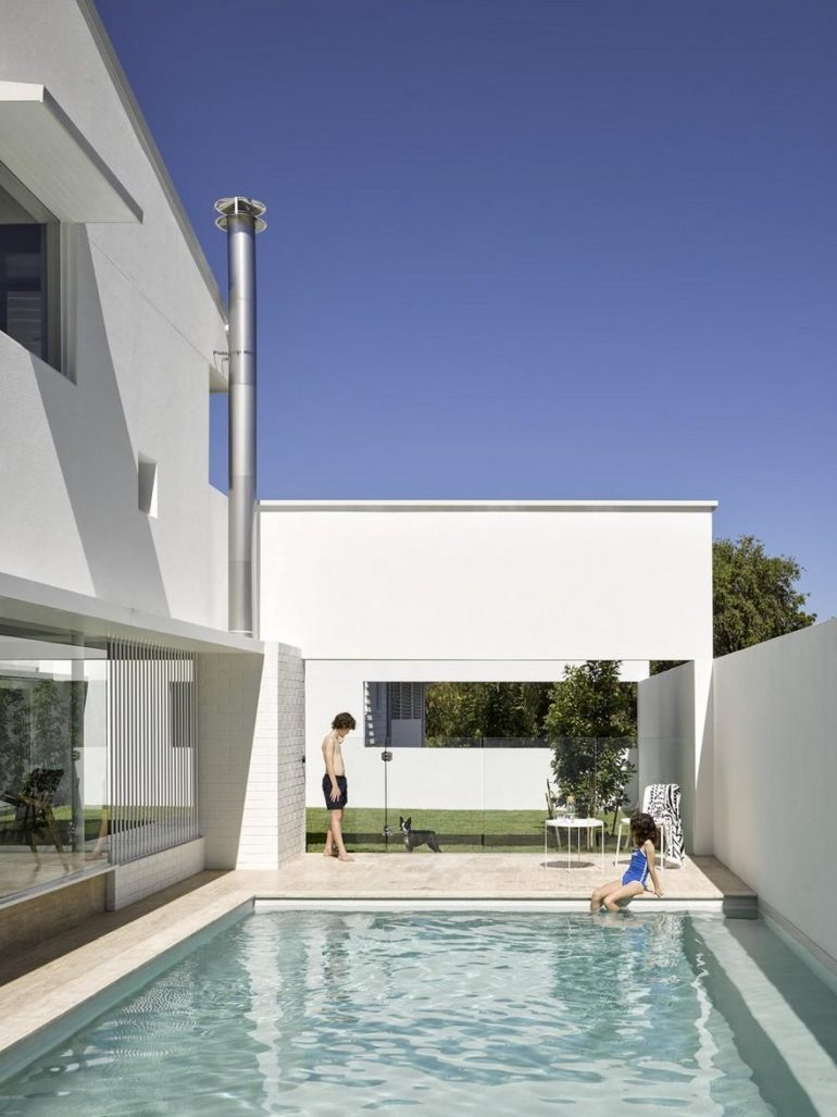 A Traditional Queenslander Cottage Extended and Refurbished by Hogg and Lamb