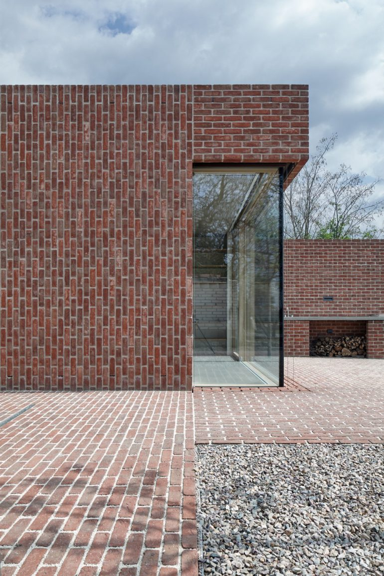 For the love of the brick Residential house near Brno by Jan Proksa