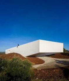 Portuguese Minimalist House Built on the Ruins of an Old Building