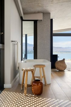 Benguela Cove House in Overberg, South Africa / SAOTA & ARRCC