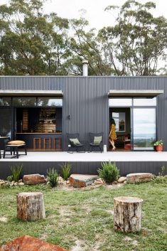 Fish Creek House – a Small, Off-the-Grid Holiday Home by ArchiBlox