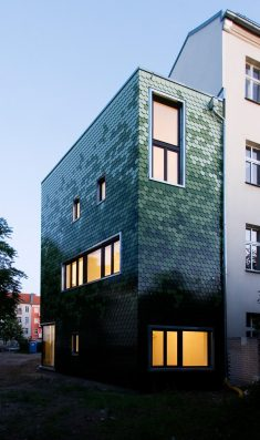 brandt + simon architekten adds green tile façade to berlin home