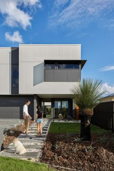 Helensvale Haus in South East Queensland / Happy Haus