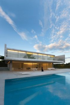 Minimalist Spanish House by Fran Silvestre Arquitectos