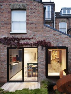 Almington Street House / Amos Goldreich Architecture