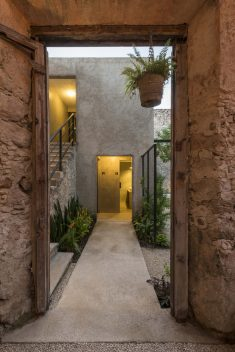 Garden Makeover: Ruins of a Colonial House Become a Garden Bar in Mexico