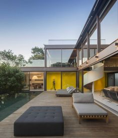Simple Geometry Unveiling Spectacular Interiors: Limantos Residence in São Paulo