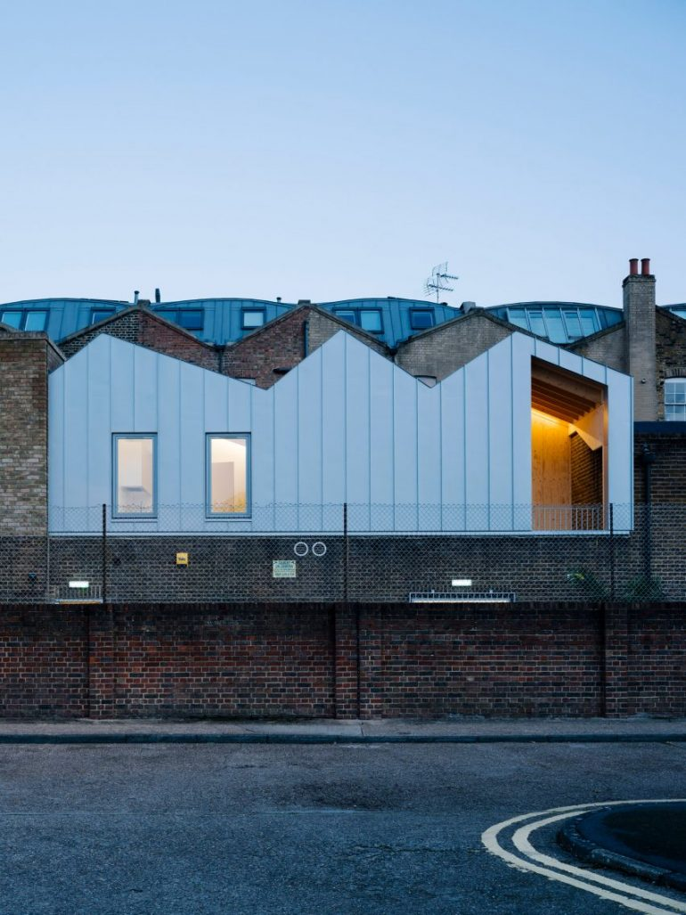 Delvendahl Martin Architects adds flat with jagged roof to artists' workshop