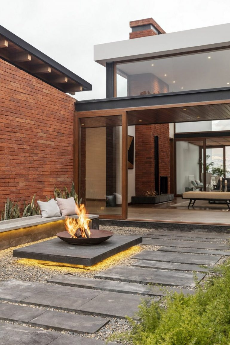 House AO – Architecture and Context, Looking at the Imbabura Volcano