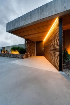Okura House / Bossley Architects