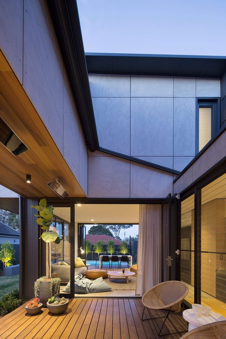 A Jewellery Box House That Conceals and Embraces Intimate Moments