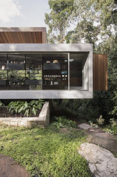 Sao Pedro Residence – Floating House by Gui Mattos
