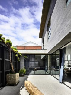 St Vincents Place Residence / B.E Architecture