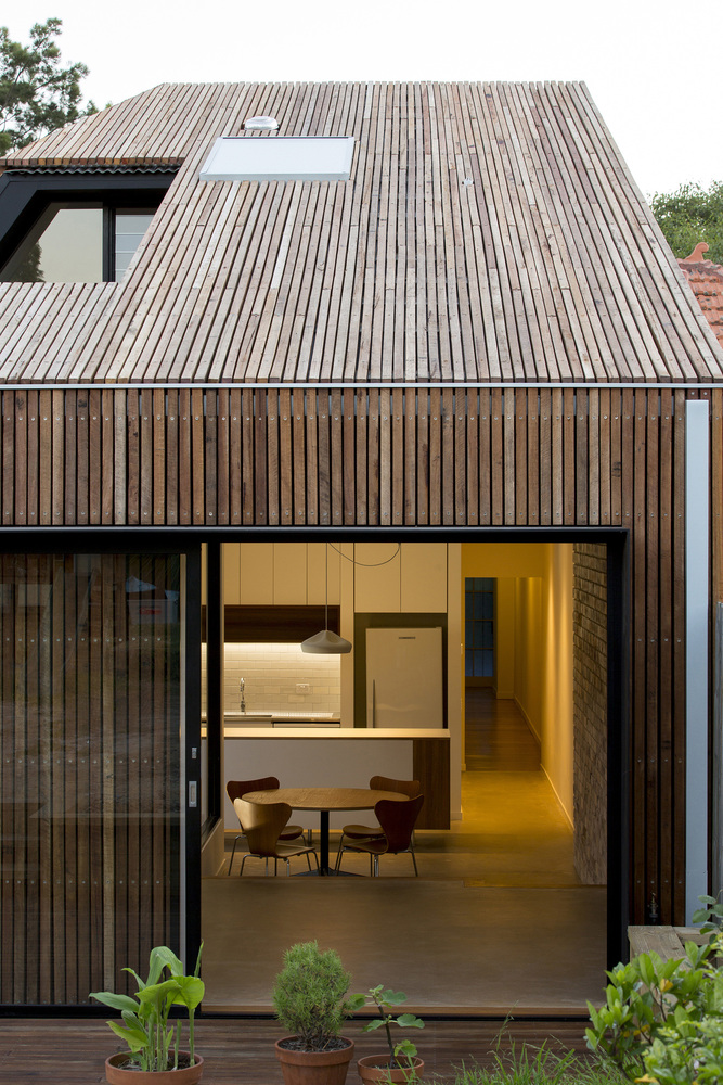Cut-away Roof House / Scale Architecture