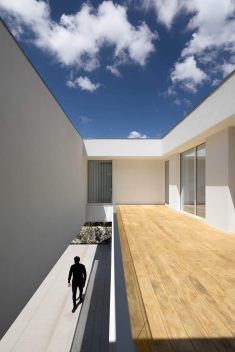 Casa A by Rem'a Arquitectos Stands Out with Atypical Volumes and Consistency