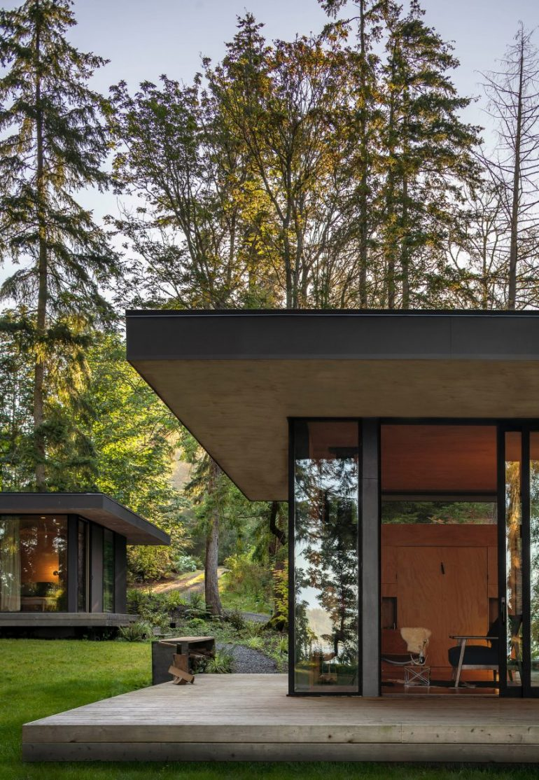 Wittman Estes tucks Hood Cliff Retreat into a coastal forest in Washington