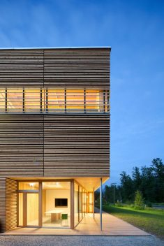 BC Passive House Factory / Hemsworth Architecture