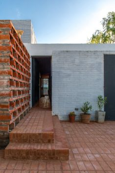 Ceramic House / Ezequiel Spinelli