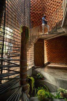 Pirouette House / Wallmakers