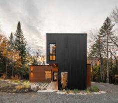 Prefabricated Country Home / Figurr Architects Colective