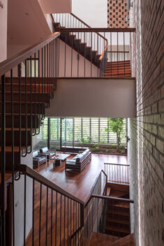 Tropical Cave House / H&P Architects